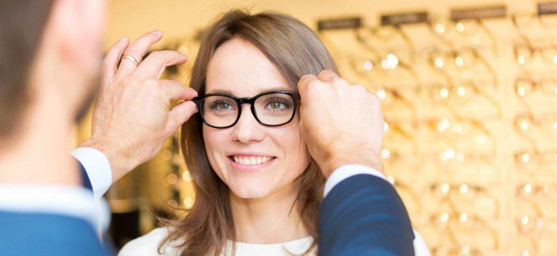 eae40a36a Sinais que indicam a necessidade de usar óculos - Óticas Maria José